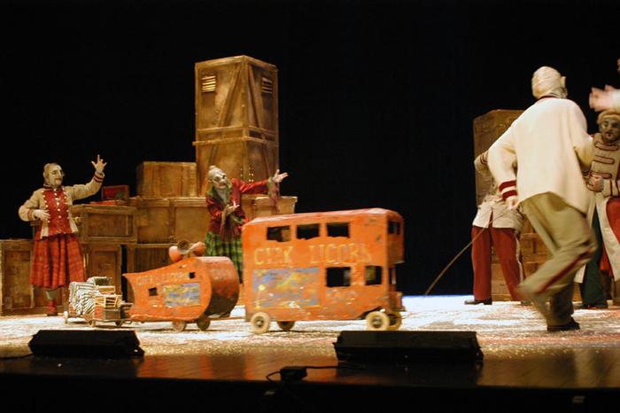 1er Festival Marionnettes en Chemins (2004), Le cirque de la Licorne - Bestiaire Forain, Théâtre La Licorne