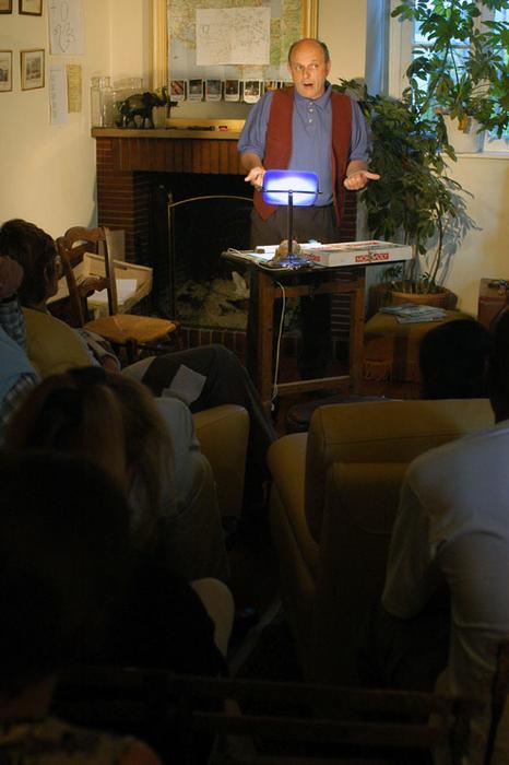 1er Festival Marionnettes en Chemins (2004), Conférence des petits papiers, Théâtre de Cuisine