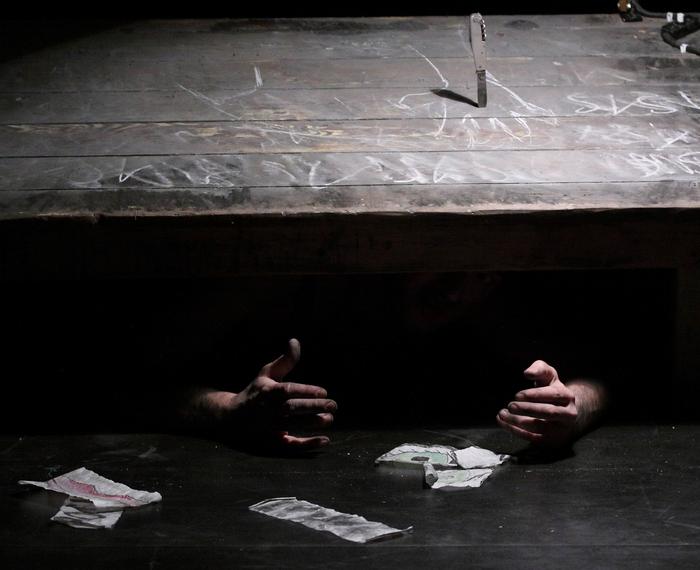 Naufrages, spectacle de Pierre Tual, compagnon du Tas de Sable - Ches Panses Vertes, création au Bouffou - Théâtre à la Coque