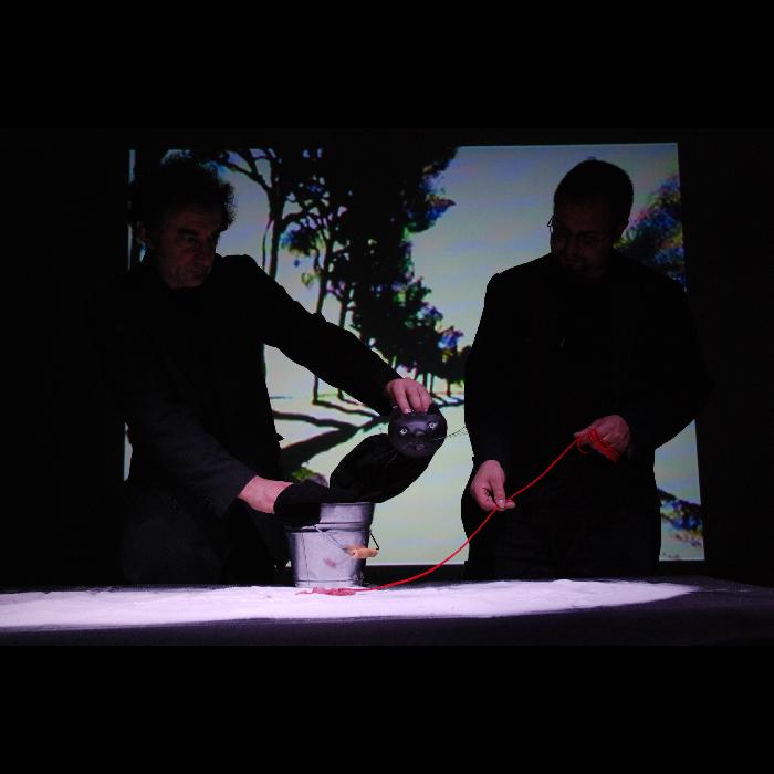 Le Miroir aux fourmis, par la compagnie Pupella-Noguès, photo du spectacle