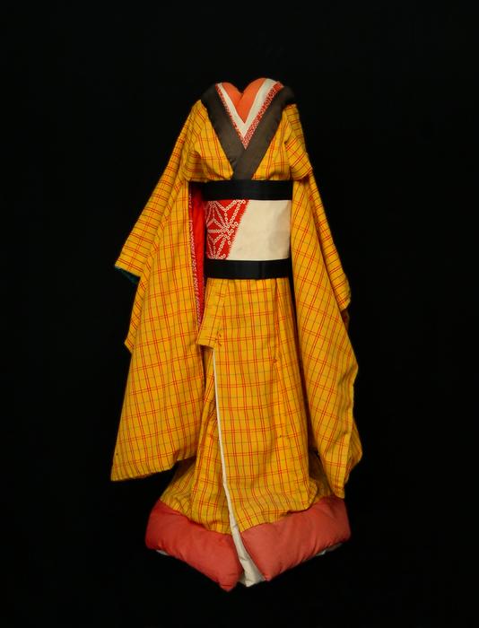 Corps de marionnette bunraku, costume de femme.