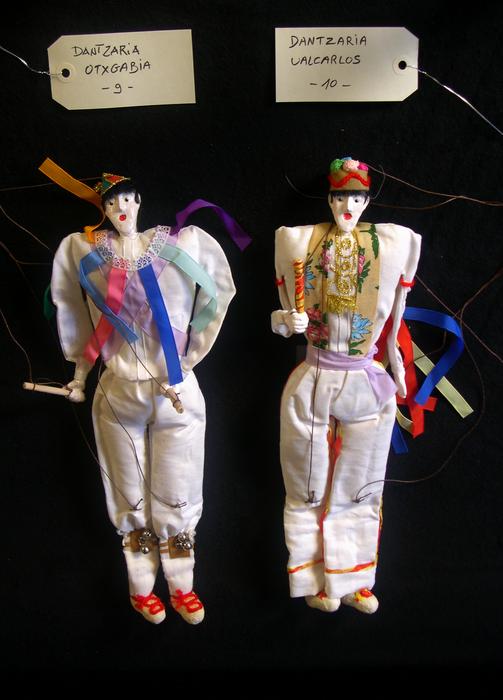 Dantzaria Otxgabia et Dantzaria Ualcarlos, marionnettes à fils