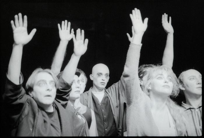 Paroles mortes, ou lettres de Pologne, par le Clastic Théâtre (France) / Teatr Banialuka (Pologne)