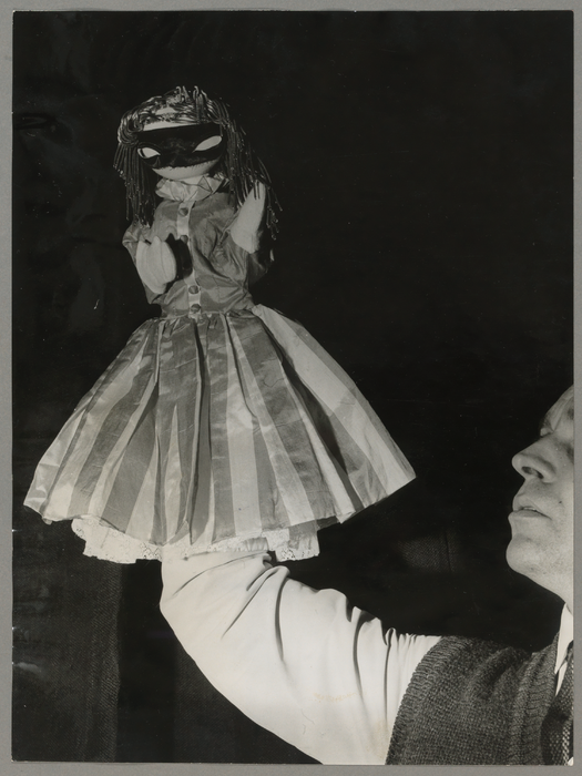 Une jeune fille masquée, par Jean-Loup Temporal (France)
