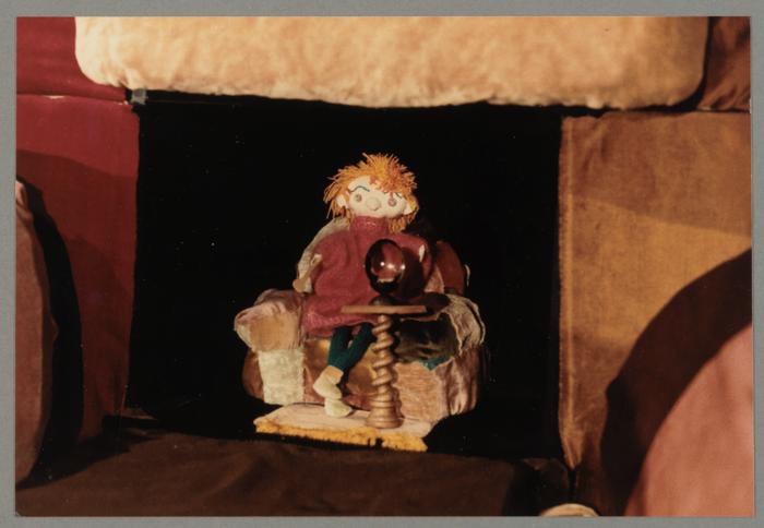 Le géant aux chaussettes rouges, par La Marotte d'Abélard (France)