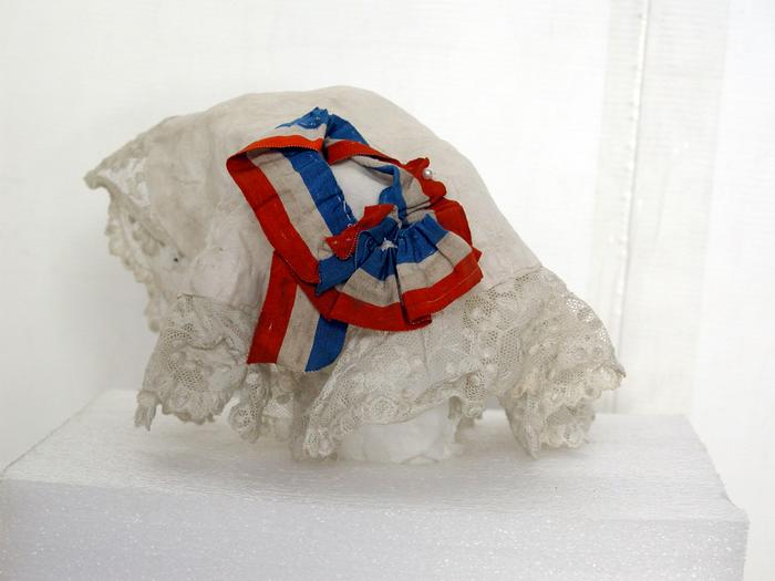 Bonnet avec cocarde tricolore