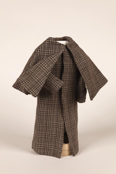 Manteau à cape à la manière de Sherlock Holmes