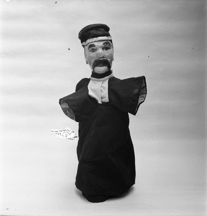 Clémenceau habillé en juge. Théâtre des Batignolles. Tête réalisée par Monsieur Pouly. 1907.