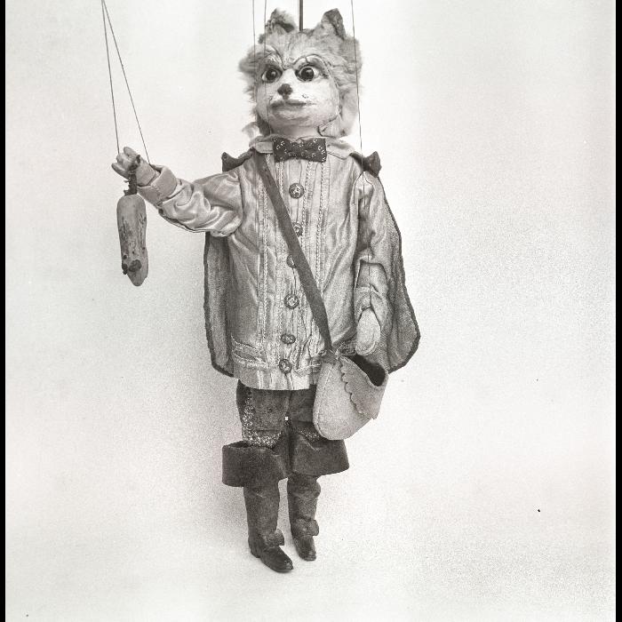 """Le Chat botté (""""Le Chat botté""""). Théâtre forain de Monsieur et Madame Dulaar."""
