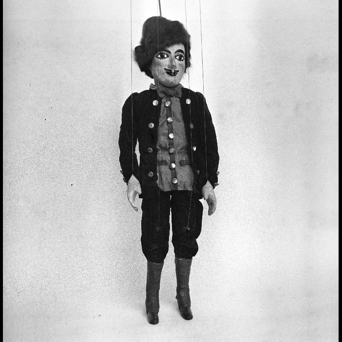 Jeannot le laboureur (pour <i>Le Chat botté</i>), marionnette à tringle et à fils. Théâtre forain de Monsieur et Madame Dulaar.
