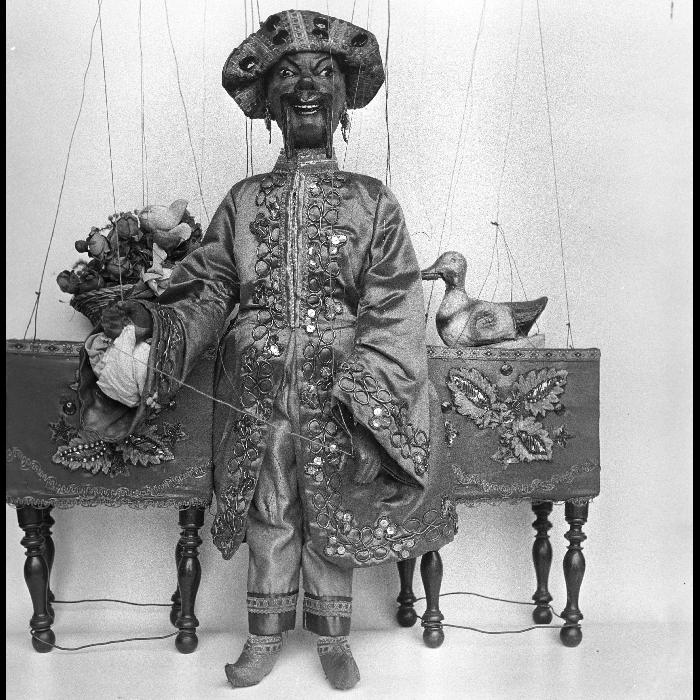 Fantoches perfectionnés. Le physicien, prestidigitateur chinois. Marionnette à tringle et à fils. Théâtre forain de Monsieur et Madame Dulaar.