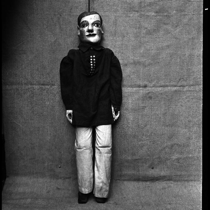Dominique, marionnette à tringle et à fils. Théâtre Louis Richard.