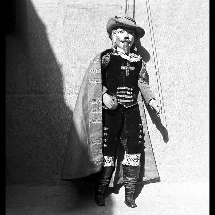 Aramis, marionnette à tringle et à fils pour <i>Les Trois Mousquetaires</i>. Théâtre Louis Richard.