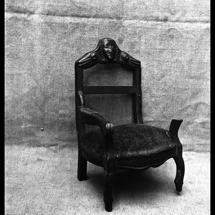 Fauteuil, accessoire de scène. Théâtre Louis Richard.