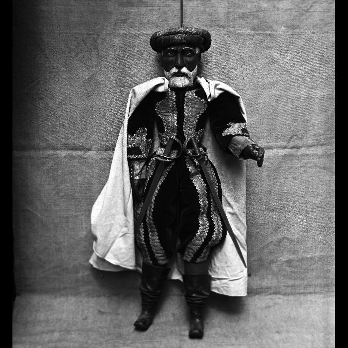 Cheikh, marionnette à tringle et à fils. Théâtre Louis Richard.
