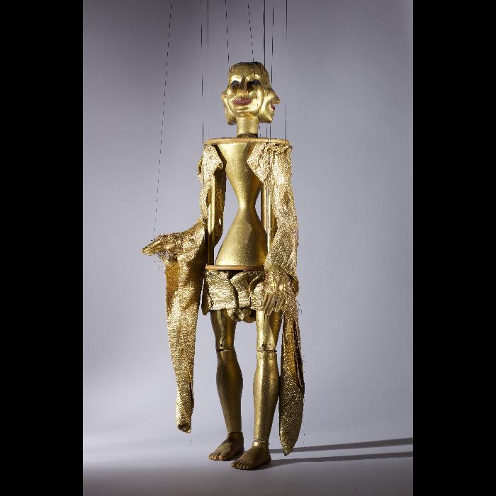 Trinité, marionnette pour le numéro <i>Malbrough s'en va-t-en guerre</i>, dans le spectacle <i>Chansons françaises</i> des Comédiens de bois de Jacques Chesnais.