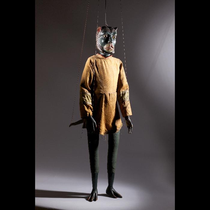 La Bête, marionnette à tringle et à fils. Collection Jacques Chesnais.