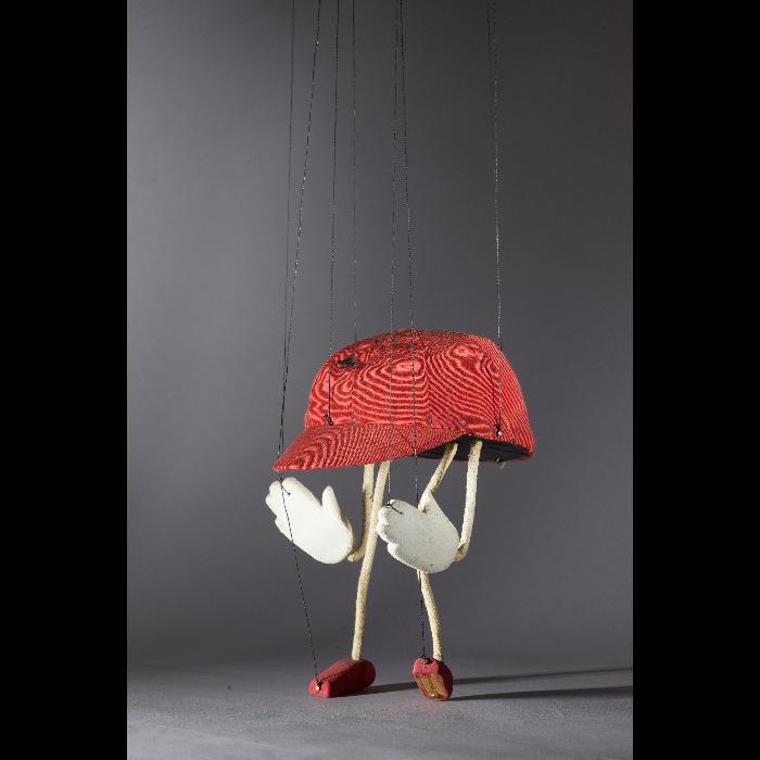La casquette de Tarascon, marionnette pour <i>Sur le pont d'Avignon</i> par les Comédiens de bois de Jacques Chesnais.