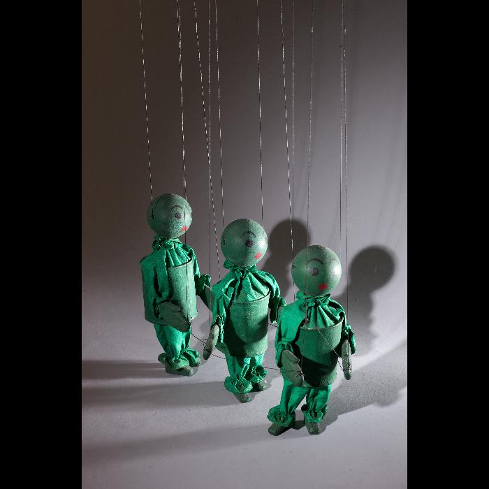3 enfants verts, marionnette pour <i>Arlequin marchand de couleurs</i> des Comédiens de bois de Jacques Chesnais.