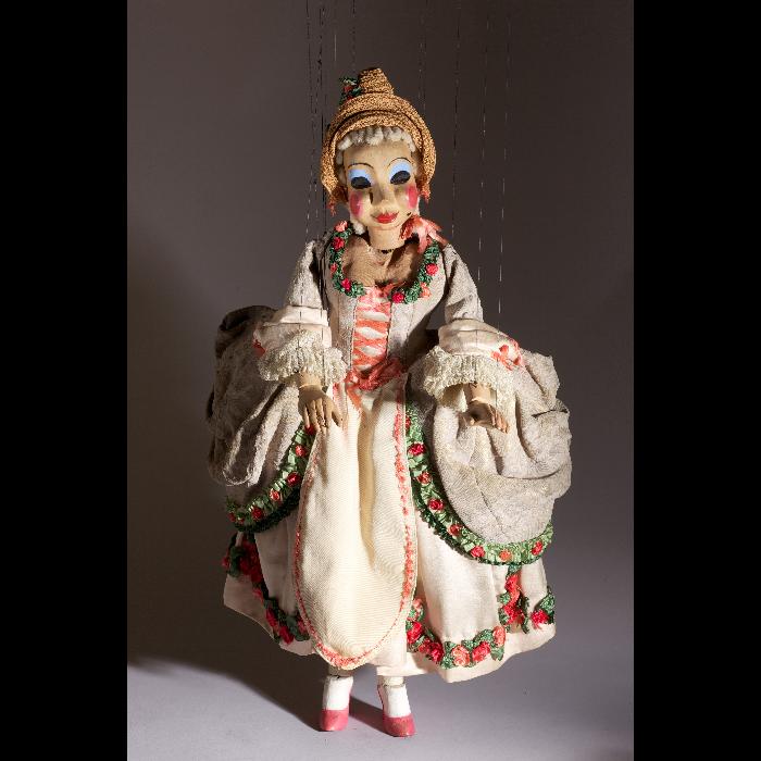 Bastienne, marionnette pour <i>Bastien et Bastienne</i> par les Comédiens de bois de Jacques Chesnais.