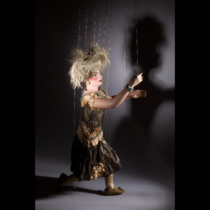 Danseuse 1900, marionnette du Théâtre Levergeois. Collection Jacques Chesnais.