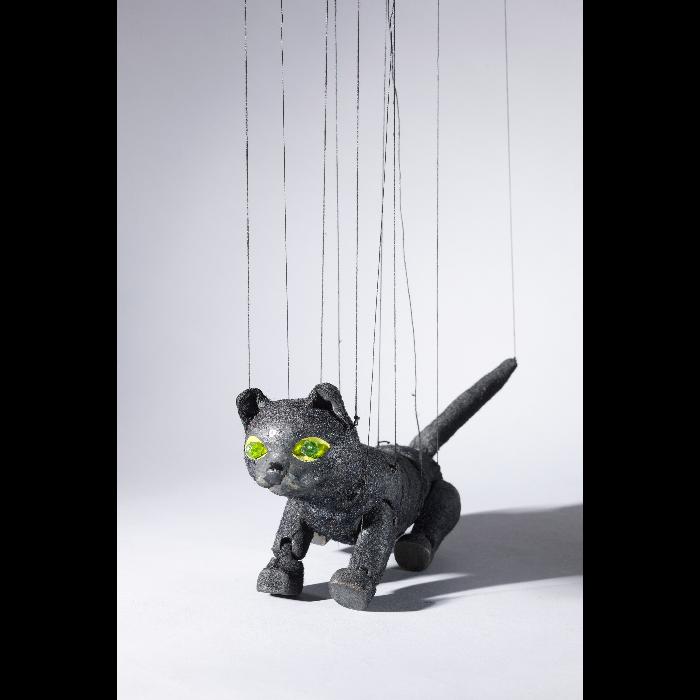 Chat, marionnette pour <i>Bastien et Bastienne</i> par les Comédiens de bois de Jacques Chesnais.