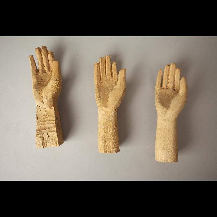 3 étapes de réalisation d'une main droite