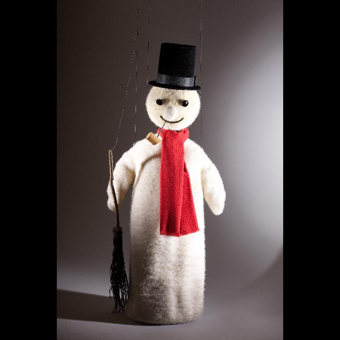 Bonhomme de neige à écharpe rouge