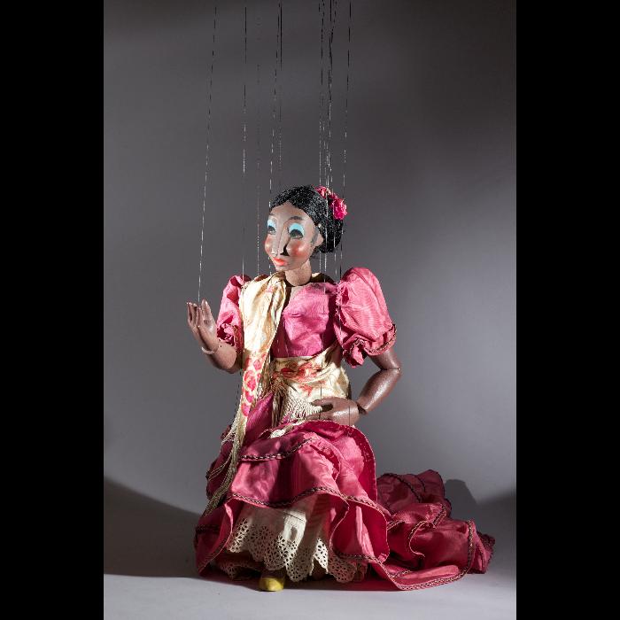 """La danseuse espagnole, marionnette pour le numéro """"Flamenco"""" des Comédiens de Bois de Jacques Chesnais."""