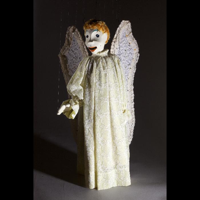 """Ange chanteur, marionnette pour le """"Concert d'anges"""", numéro des Comédiens de Bois de Jacques Chesnais."""