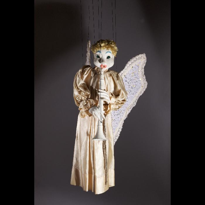 """Ange clarinettiste, marionnette pour le """"Concert d'anges"""", numéro des Comédiens de Bois de Jacques Chesnais."""