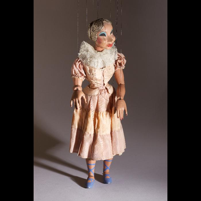 Colombine rose et bleue, marionnette des Comédiens de bois de Jacques Chesnais.