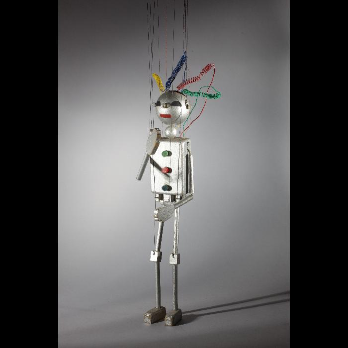 Le robot, marionnette pour <i>Le Premier Voyage dans la Lune</i> par les Comédiens de bois de Jacques Chesnais.