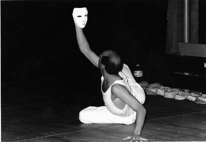 Atelier La voix, le corps et la marionnette, dirigé par Claire Heggen avec la 1° promotion de l'ESNAM