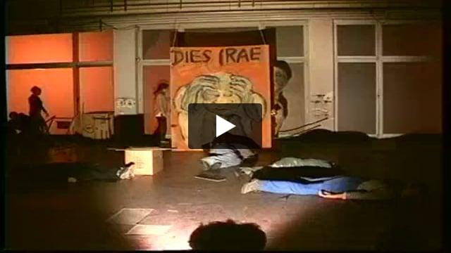 La messe d'insurrection de l'enfant ouvrier, atelier/spectacle dirigé par Peter Schumann avec les étudiants de la 5° promotion de l'ESNAM